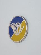 Pin's MILITAIRE, 1° REGIMENT .. ?  COR, Signe DELSART - Army