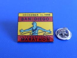 Pin's International Marathon San Diego - December 11, 1988 - Course à Pied Athlétisme (PE71) - Athletics