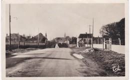 Allier -  VARENNES - Entrée Dans Varennes Par La Route De Lapalisse - Otros Municipios
