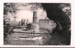 Marseille Dans Les Années 50: La Cathédrale, Fort St Jean Vus Du Pharo - Bateau De Retour - - Monuments
