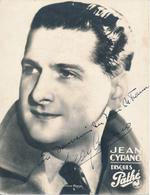 Jean CYRANO, Disques Pathé - Photo Dédicacée 17,5 X 23 Cm - 2 Trous D'épingle - Fotos Dedicadas