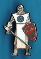 PIN'S //  ** AUDI & VOLKSWAGEN / CHEVALIER EN ARMURE ** . (Jacadi) - Audi