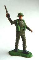 FIGURINE BRITAINS - Swoppet SOLDAT ANGLAIS WWII  FUSIL A LA MAIN BRAS LEVE (2) - Army