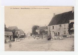 En Berry. Sens Beaujeu. La Place Et Route De La Chapelotte. Personnages, Anmaux. (3087) - Autres Communes