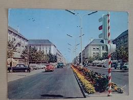 44  SAINT  NAZAIRE    AVENUE DE LA  REPUBLIQUE    ( VOITURES  DONT 403 PEUGEOT  2CV CITROEN  SIMCA ARONDE ) - Saint Nazaire