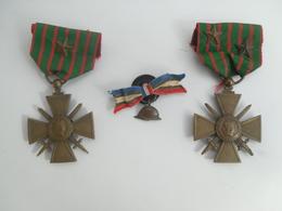 Lot De 2 Medailles Croix De Guerre  14/18  1 Et 2 Etoiles +1 Petit Casque Ruban  ** - Frankrijk