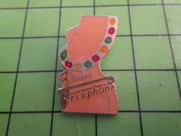 1018A Pin's Pins / Rare Et De Belle Qualité / THEME PIN-UPS / MISS PERSEPHONE FEMME NUE - Pin-ups