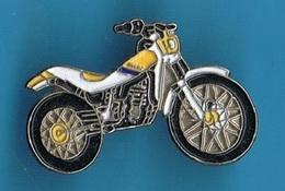 PIN'S //  ** MOTO TRIAL / GAS TXT / PRO ** - Motorbikes