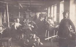 Photo Carte Staatliche Schuhfabrik In Moskau Der Reinertrag Fliebt Den Hungernden Zu - Rusland