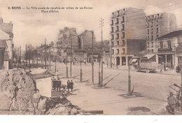 CPA REIMS (51) LA VILLE ESSAIE DE RENAÎTRE AU MILIEU DE SES RUINES - PLACE D' ERLON - Reims