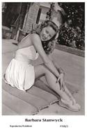 BARBARA STANWYCK - Film Star Pin Up PHOTO POSTCARD - P708-1 Swiftsure Postcard - Postales