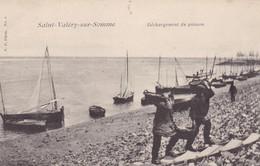 Postcard Saint Valery Sur Somme Dechargement Du Poisson With Fishing Fleet  My Ref  B12518 - Saint Valery Sur Somme