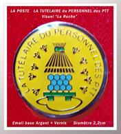 """SUPER PIN'S POSTE : """"LA TUTELAIRE"""" Du PERSONNEL Des PTT Visuel RUCHE Et Abeilles, émail Base Argent, Diamètre 2,2cm - Mail Services"""