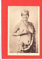Femme NU Cpa Animée Etude De Nu Indigene   1319 CAP - Afrique Du Nord (Maghreb)
