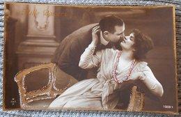 Photo WSSB SEPIA COUPLE HOMME FEMME CATHERINE VALENTIN  DECOR DORURE ET PAILLETTES - Saint-Valentin