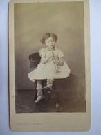 Photographie Ancienne CDV - Albumen Vintage Photo - Fillette Avec Jouet-trompette - Photo Bertall, Paris - TBE - Photographs