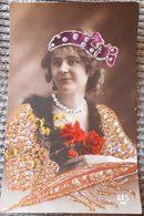 PHOTO PORTRAIT FEMME FILLE CATHERINE ? DECOR ROBE FLEUR TETE DIADEME  AJOUTIS PAILLETTES - St. Catherine
