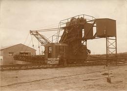 BOOM - Unieke FOTO - Boomsche Metaalwerken - Werknemers Naast Firma Reclamepaneel - Baggermachine - Rond 1930 - Foto 1 - Boom