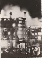 """EVIAN (74). L'Hôtel """"Le Royal"""" En Flamme. Nombreux Badauds. Carte Photo - Evian-les-Bains"""