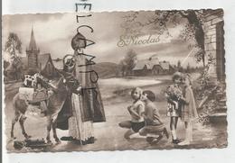 St-Nicolas. Photo. A La Campagne, Jouets Et 4 Petites Filles. Train à Vapeur. - Saint-Nicolas