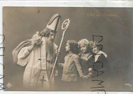 Saint Nicolas Avec Mitre Et Crosse, Petites Filles, Jouets. Photo - Saint-Nicolas