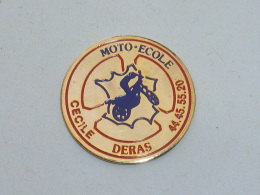 Pin's MOTO ECOLE CECILE DERAS - Motorbikes