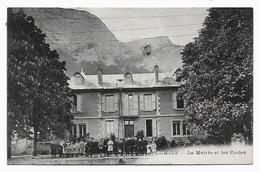 38 Dép.- Lumbin - La Maire Et Les Ecoles. - Autres Communes