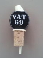 WHISKY - Bouchons Verseur - VAT 69 -  Porcelaine Et Métal - Autres Collections