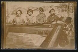 PHOTO MONTAGE SURREALISME   - 4 ENFANTS AVEC AVION DE CH.LINDBERGH - Photos