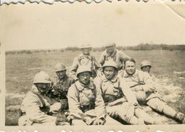 WW2 .  Militaires Casqués Du 134è .  BELLE PHOTO SOUVENIR . - Guerra, Militares