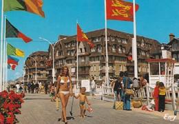 14. TROUVILLE. TENUE DE BAIN AUTORISÉE DEVANT LES RÉSIDENCES DU FRONT DE MER . ANNEE 2001 - Trouville