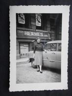 PHOTO VOITURE EXPO 58 (M1814) COURS HERMES (2 Scans) Affiches Apprenez Les Langues Expo 58 Sur Les Fenêtres - Automobiles