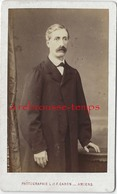 CDV -homme En Pardessus Vers 1870 - Photo L Et F Caron à Amiens - Anciennes (Av. 1900)