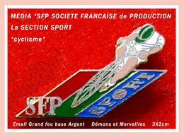 """SUPER Pin's Cyclisme-Médias : Thème """"SFP Sport"""", Visuel Cycliste Signé Démons Et Merveilles émaillé Grand Feu Base Argen - Medias"""