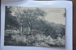 Guinee Francaise-un Coin De Village Bassari-(timbre Haut Senegal-niger 1914) - Guinée Française