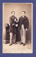 Fotografia MEDICI E COMP Milano ITALIA. Old CDV Photo: 2 Men Shake Hands UNIFORM Italy 1880s - Photos