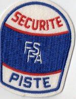 E05 - Sport Automobile - Ecusson 7,5 X 10  - Sécurité F.S.F.A - Piste - Ecussons Tissu