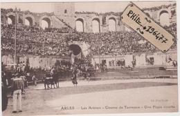 13 Arles - Cpa / Les Arènes - Une Pique Courte. - Arles