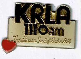 Z464 Pin's KRLA Radio Média USA ACHAT IMMEDIAT - Medias