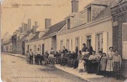 80 ROLLOT CPA Toilée Terrasse Animée Du CAFE HOTEL HUBERT CAUDON Editeur Place GALLAND Oblitération 1909 - France