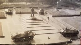 Memel Klaipeda - Rare Photo Of Soviet Army BTR *amphibious Armoured Personnel Carrier* Guarding Lenin Monument 1990 - Lithuania