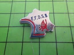 1318a Pin's Pins / Rare Et De Belle Qualité / MEDICAL : FFDSB FEDERATION FRANCAISE DONNEURS DE SANG BENEVOLES HEXAGONE - Medical