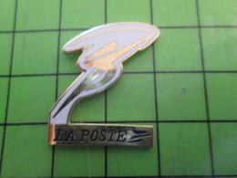 1318a Pin's Pins / Rare Et De Belle Qualité / POSTE : LA POSTE JEUX OLYMPIQUES LA FLAMME - Mail Services