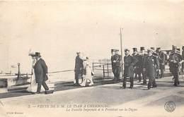 50-CHERBOURG- VISITE DE S.M. LE TSAR A CHERBOURG - LA FAMILLE IMPERIALE ET LE PRESIDENT SUR LA DIGUE - Cherbourg