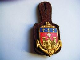 Ancien Insigne Militaire Et Son Cuir 38° CC Compagnie De Camp CAYLUS TARN ET GARONNE  DRAGO PARIS - Armée De Terre