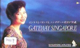 Télécarte  JAPON * SINGAPORE AIRLINES (2407) FEMME STEWARDESS * AVIATION * AIRLINE Phonecard JAPAN  AIRPLANE * FLUGZEUG - Avions