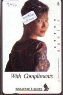 Télécarte  JAPON * SINGAPORE AIRLINES (2410) FEMME STEWARDESS * DAMAGED * AIRLINE Phonecard JAPAN  AIRPLANE * FLUGZEUG - Avions