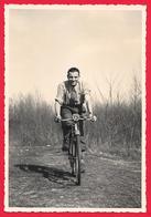 FOTOCARTOLINA - HOMME A VELO - UOMO IN BICICLETTA - BICYCLE 1940 - Persone Anonimi