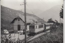 Inden Bei Leukerbad   (Wallis)    -   Elektrische Eisenbahn LLB  -  Pfarrer Am Bahnhof  -  Auto's - VS Valais