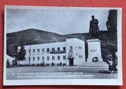 BULGARIA BLAGOEVGRAD LA BANCA NAZIONALE E IL MONUMENTO A G.DELCHEV - Bulgaria